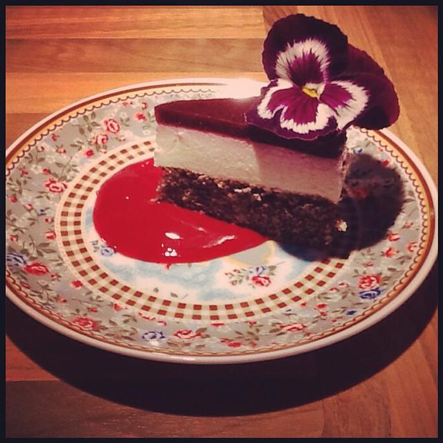 Quark-Beeren-Torte mit Mohn