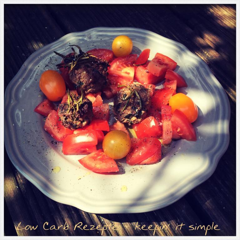Salat mit Bärlauch-Hackfleischbällchen