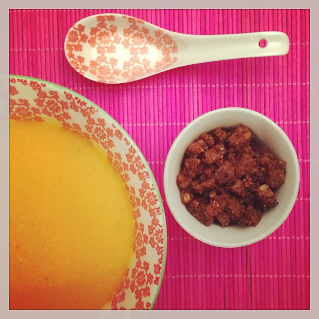 Orangen-Kokos-Kürbis-Suppe mit Zimtcroutons Titel