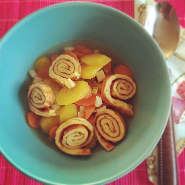 Gemüsesuppe Parmesan-Pfannkuchen ganz für text