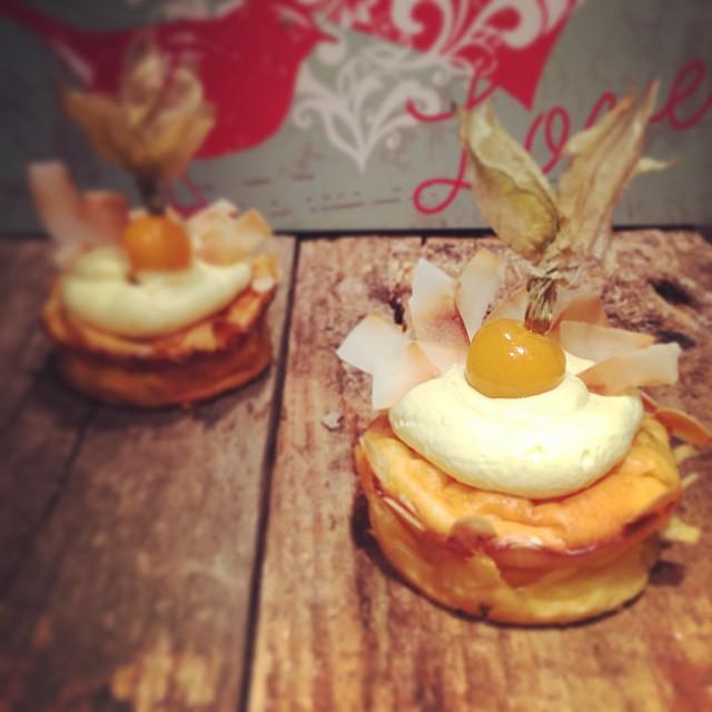 Kleine feine Käsekuchen-Muffins mit Kokos und Orange
