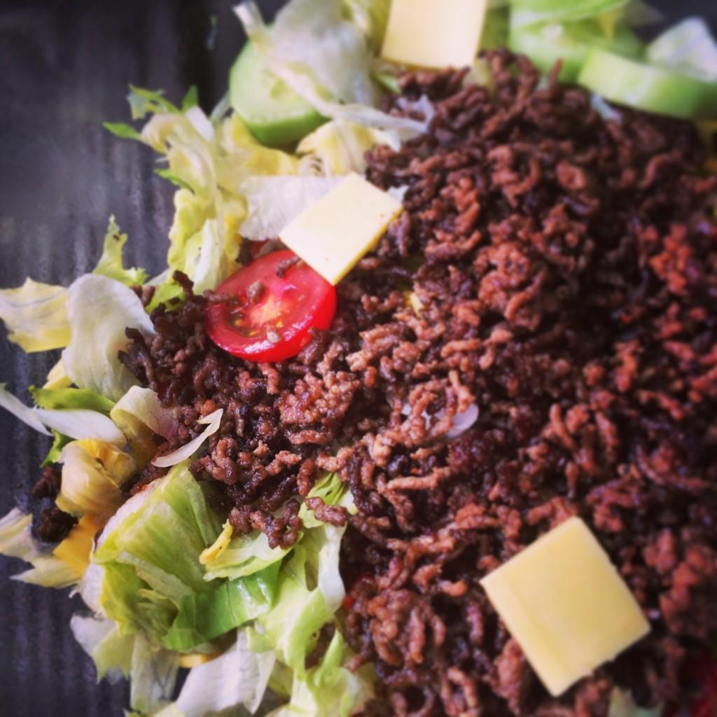 Cheeseburger Salat 2