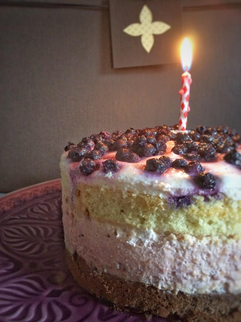 Happy birthday cake ganz ausschnitt