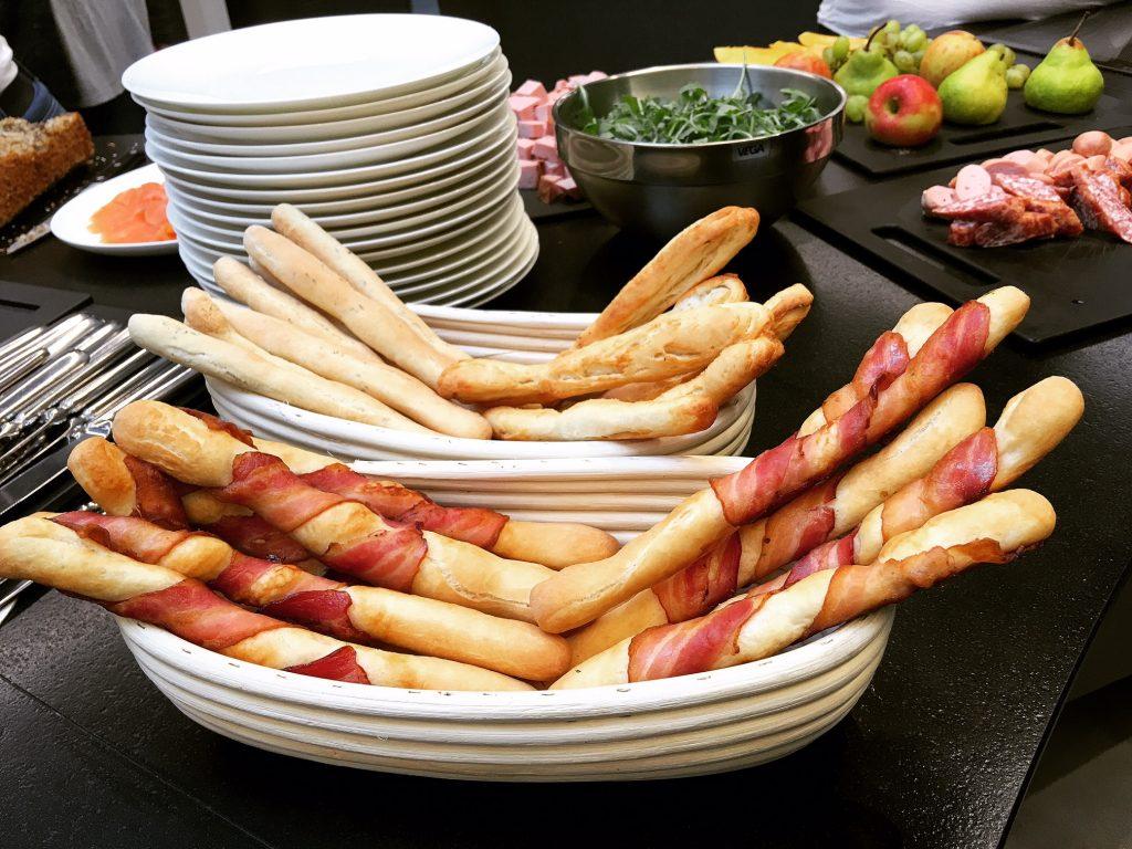 Brotstangen mit Bacon