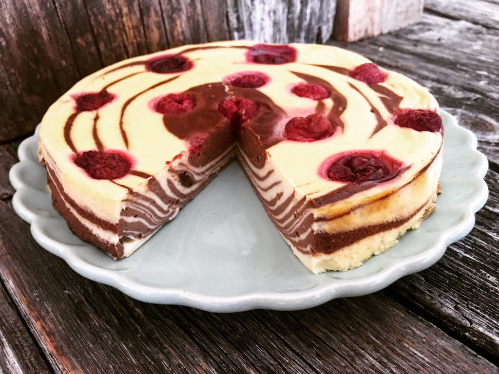 Zebra Cheesecake Low Carb mit Himbeeren