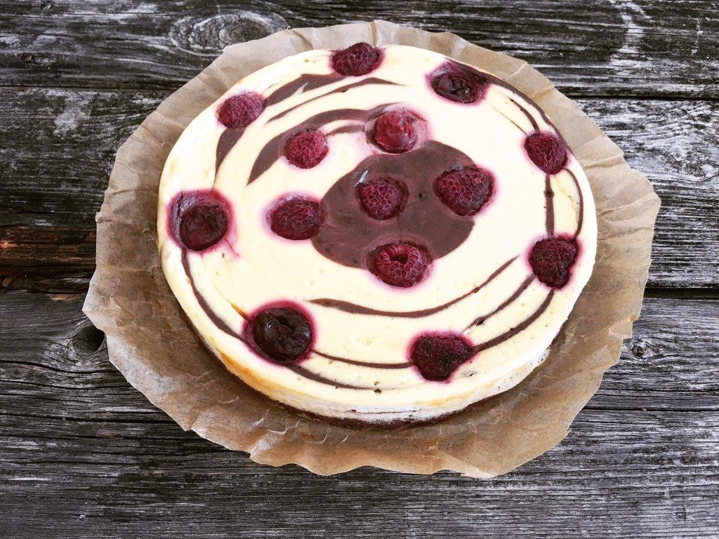 Zebra Cheesecake mit Himbeeren frsich aus dem Ofen