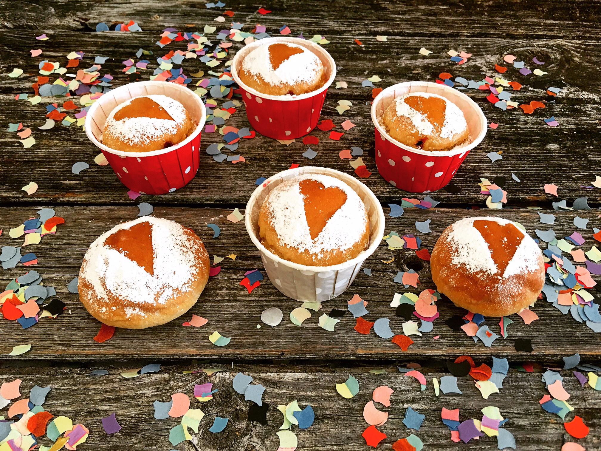 Ofen Berliner oder Krapfen als Cupcakes mit Dinkelmehl