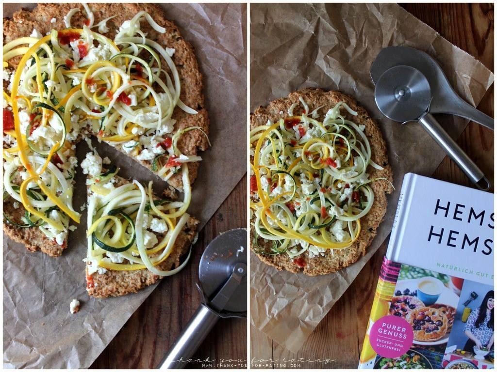 Low Carb Blumenkohl-Pizza mit Zucchini und Fetakäse