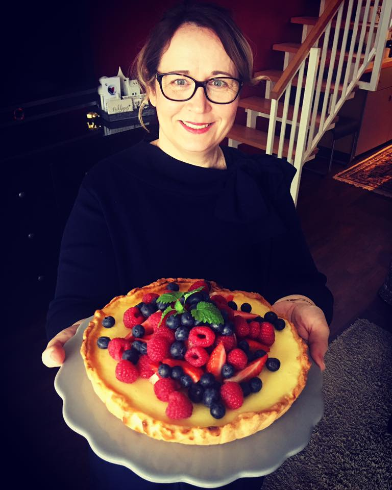 Cheesecake mit weißer Schokolade und Beeren