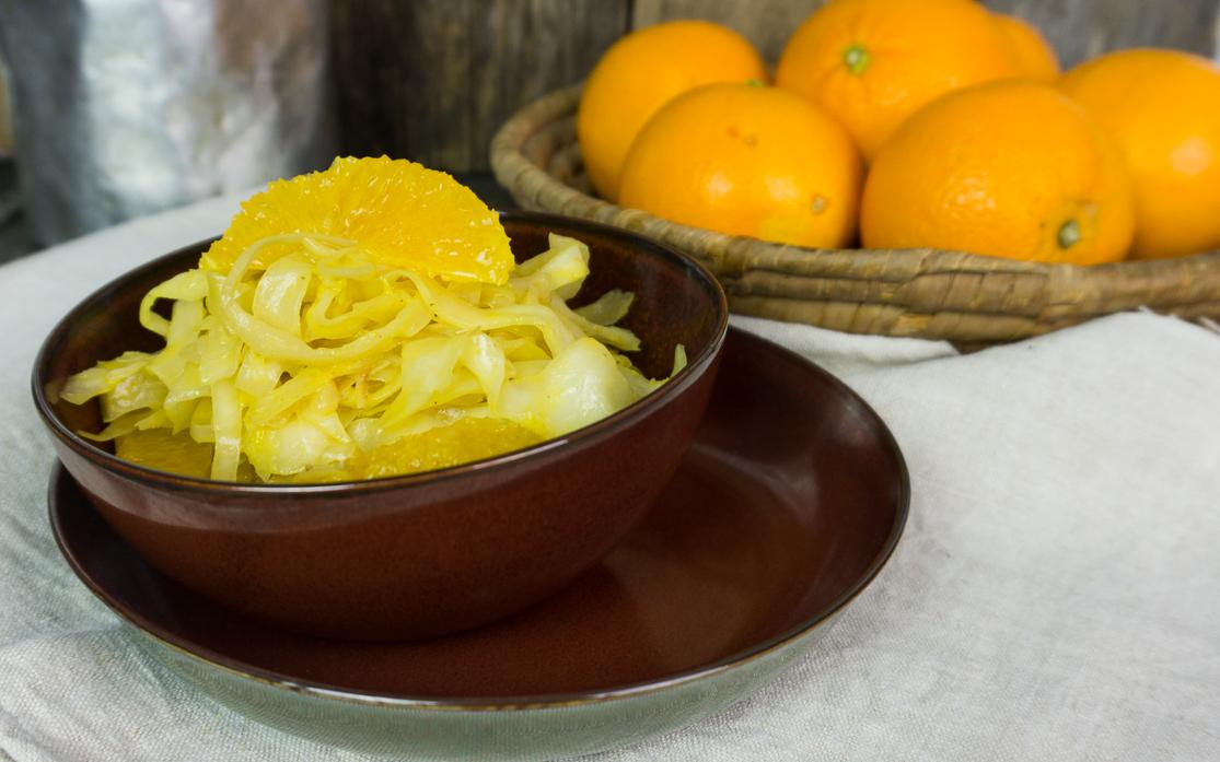 Lauwarmer Weißkohlsalat mit Orangen und Meerrettich
