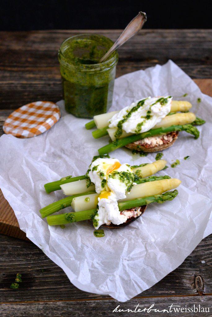 Eggs Benedikt mit Spargel und Pesto