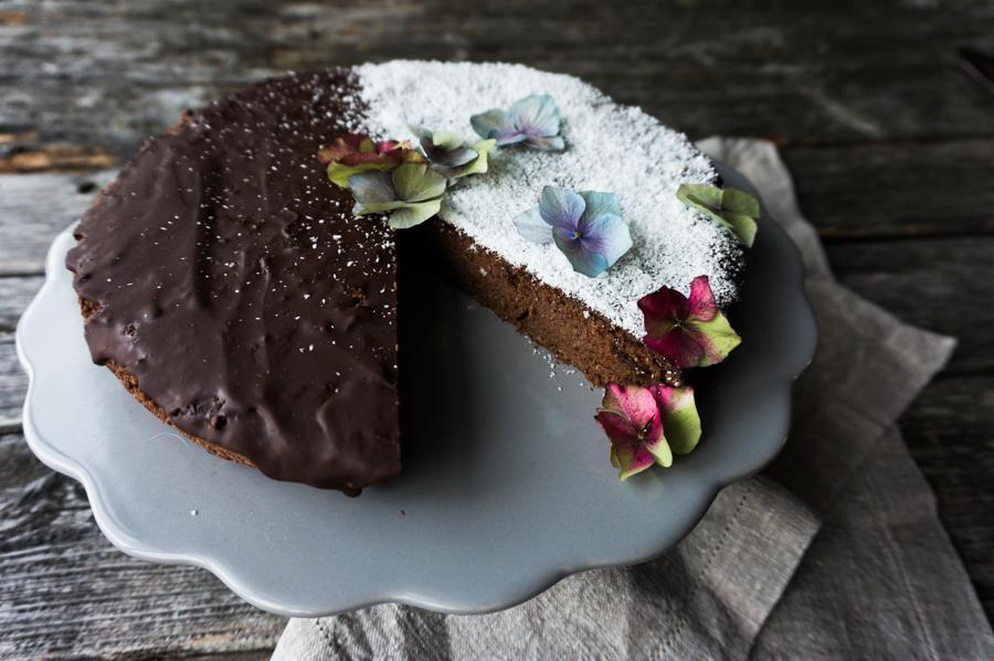 Zucchini-Schokoladenkuchen mit Kokos ohne Zucker