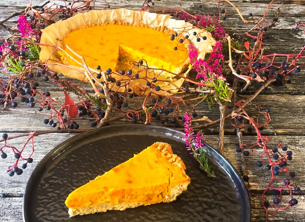 Kürbis Pie Low Carb mit Hokkaido auf würzigem Mürbeteig