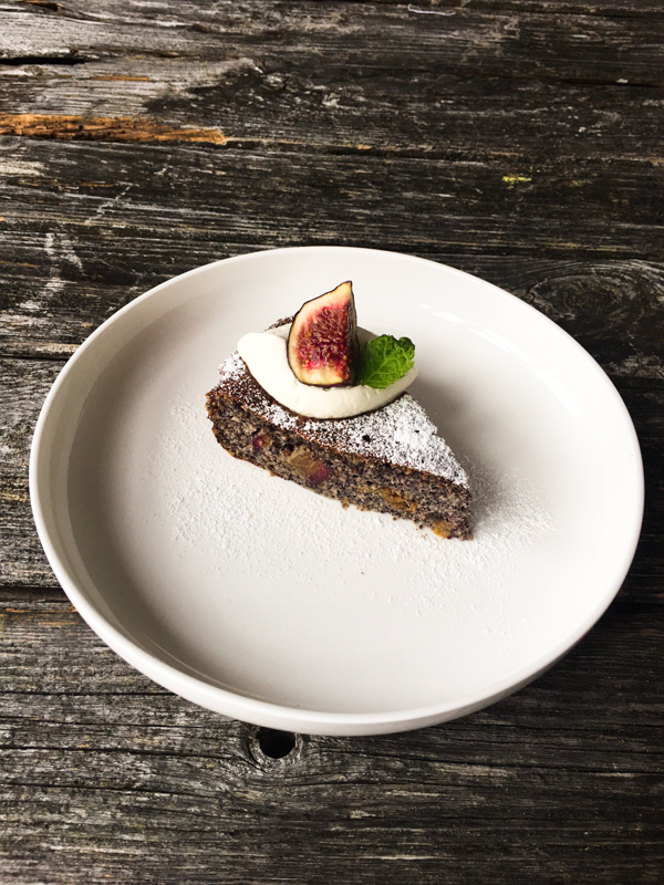 Low Carb Mohnkuchen mit Birnen und Quark