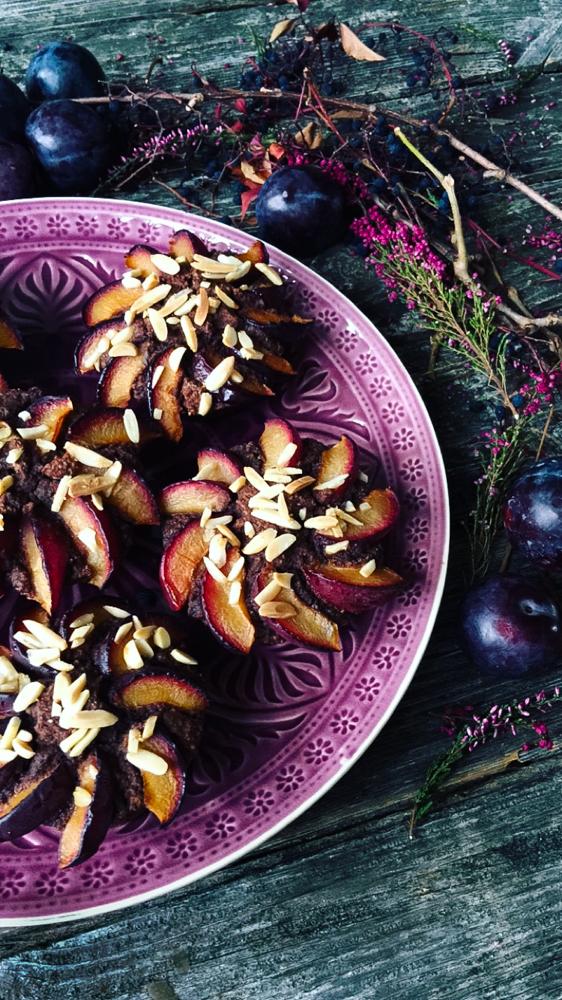 Schokoladen-Muffins mit Pflaumen und Mandeln für Diabetiker geeignet