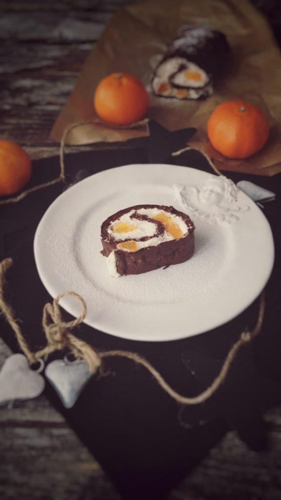 Schokoladen-Biskuitrolle Low Carb gefüllt mit Mandarinen-Quark