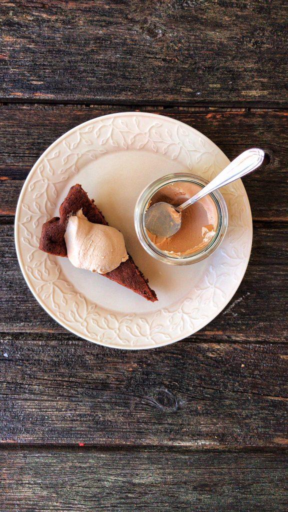 Köstlicher und einfacher Macdamia-Schokoladenkuchen low carb