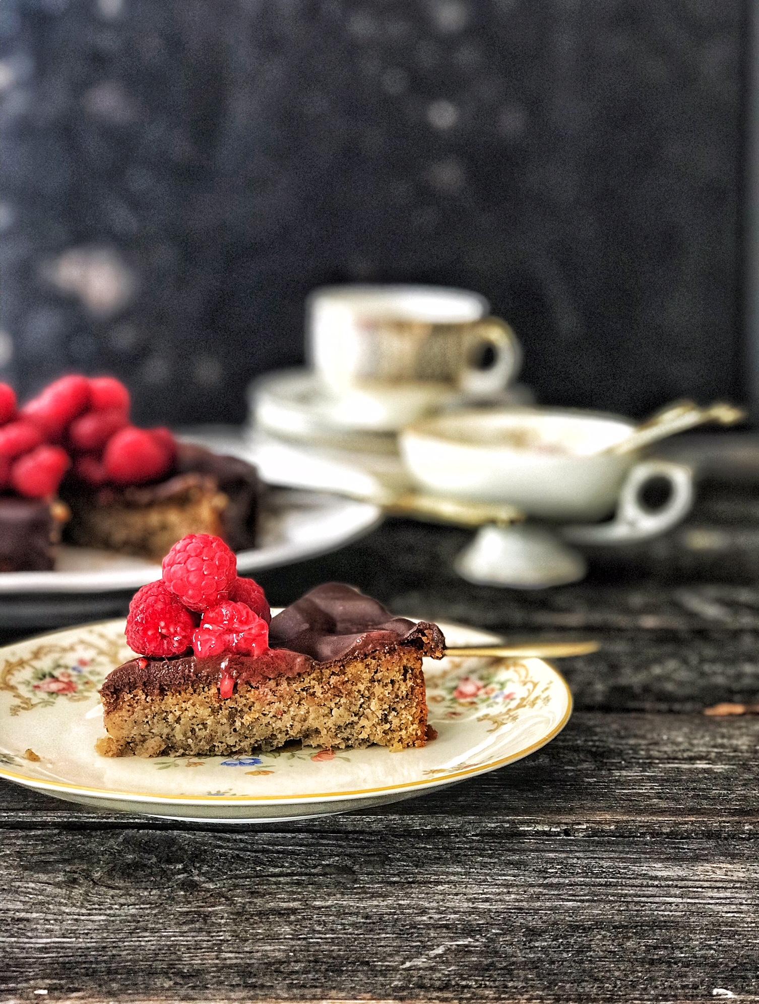 Espresso-Nuss-Kuchen Low Carb mit Ganache