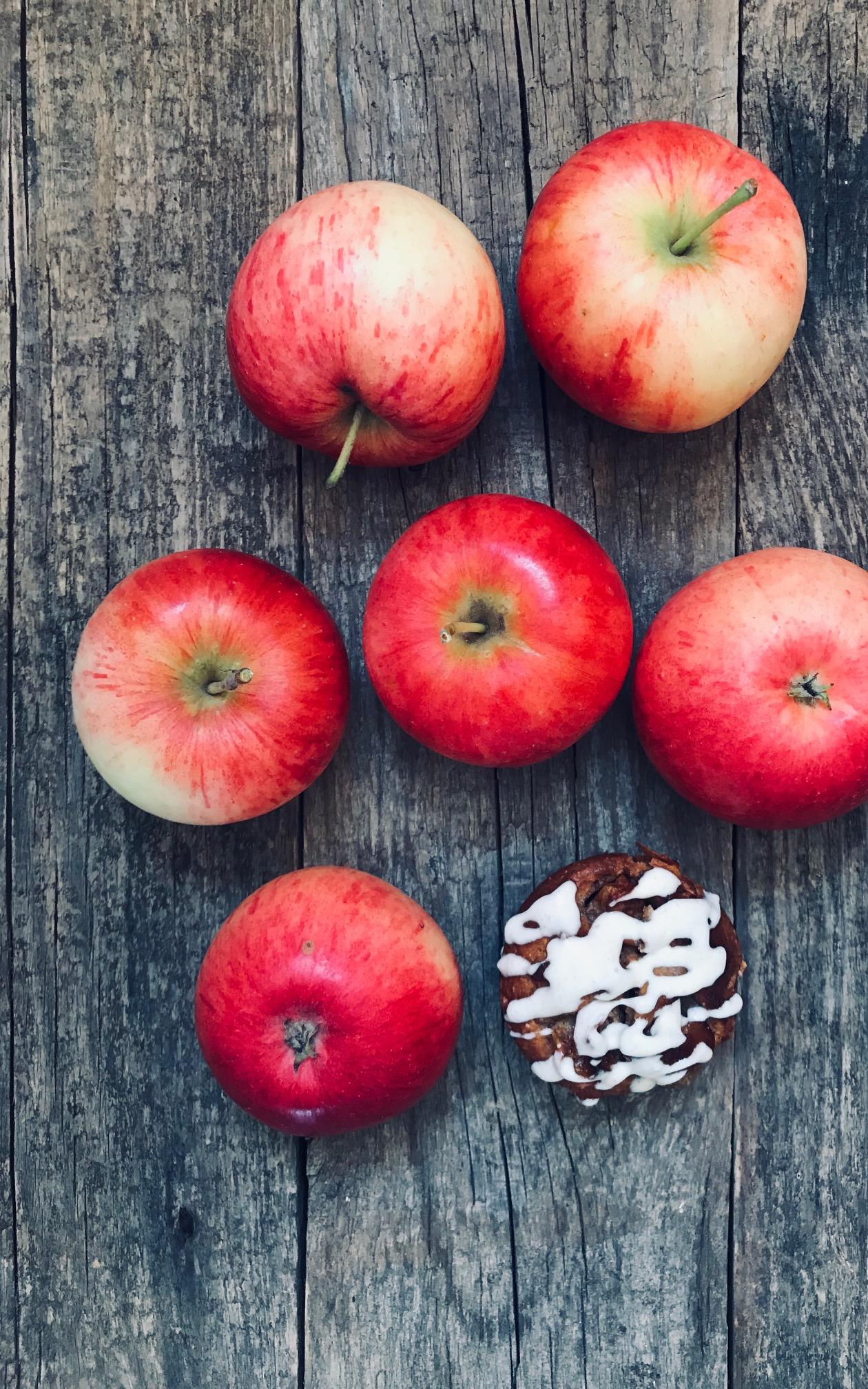 Die einfachsten Bratapfelmuffins Low Carb mit Glasur