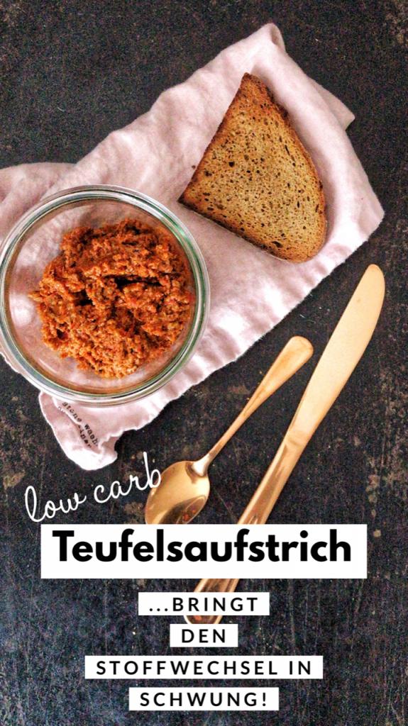 Teufelsaufstrich aus dem Backofen mit geröstetem Brot mit Rezept