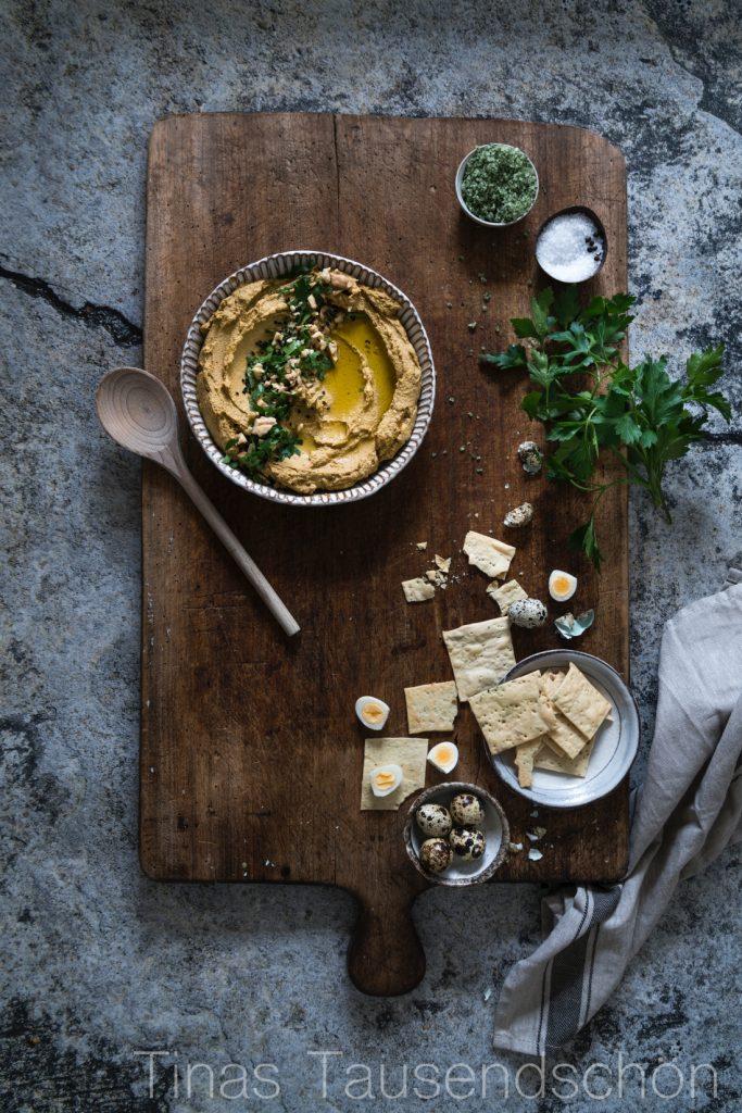 Hummus aus roten Linsen, Möhren und Walnüssen