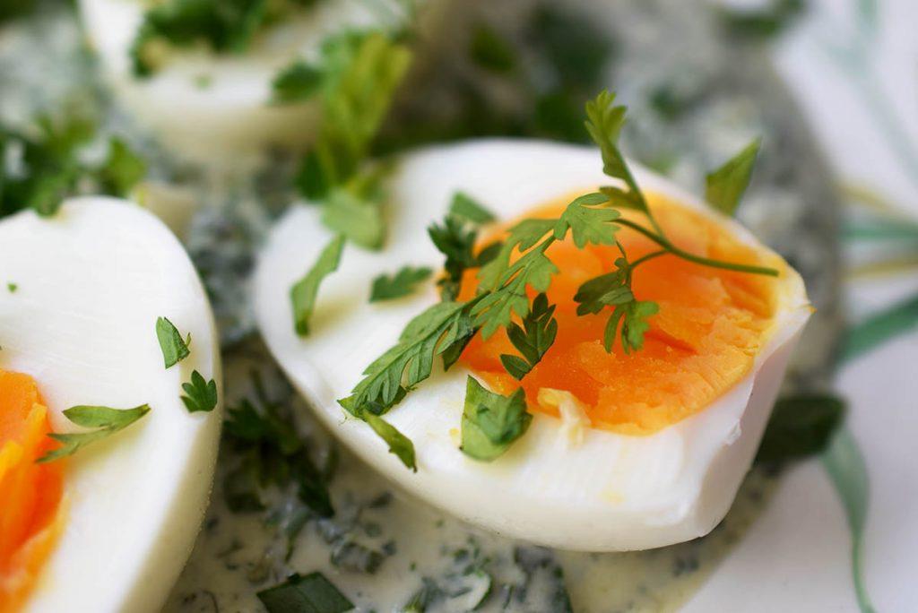 Grüne Soße mit hartgekochtem Ei