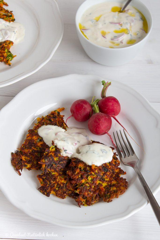 Orientalischen Zucchini-Möhren-Puffer mit Radieschen-Zaziki