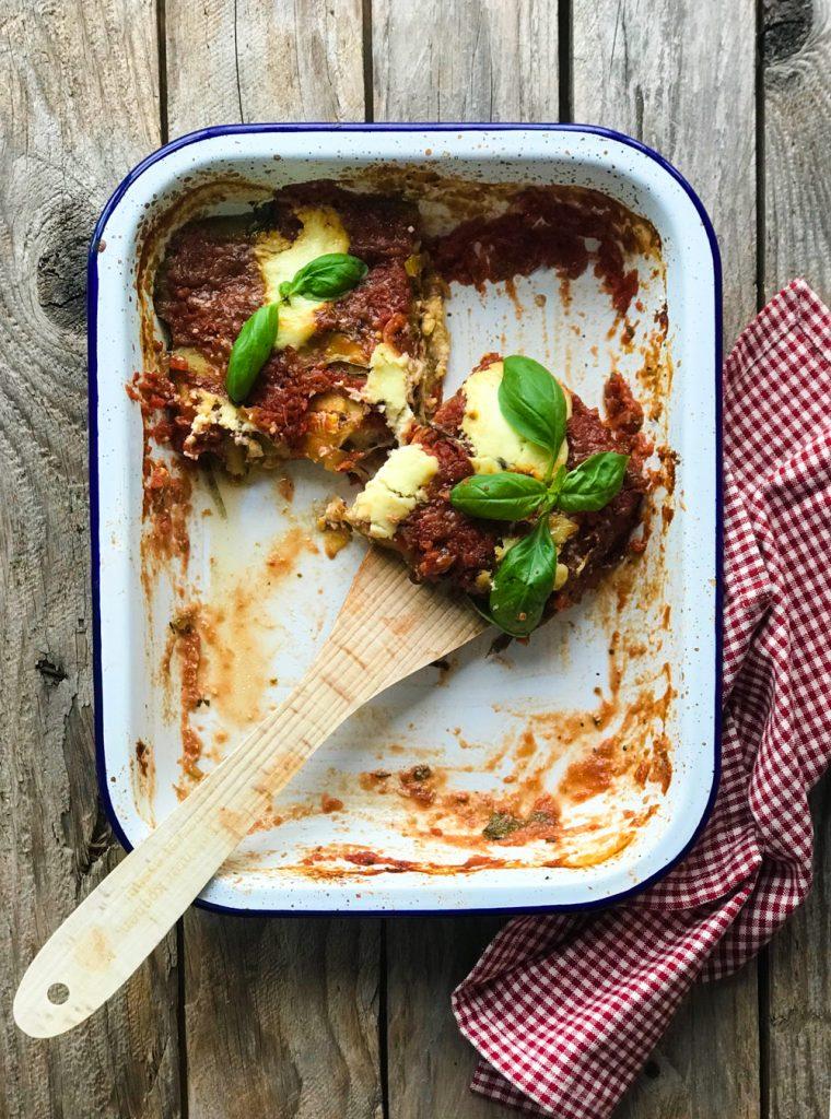 Parmigiana di Zucchine - Zucchiniauflauf vegetarisch, halbvoller Bräter