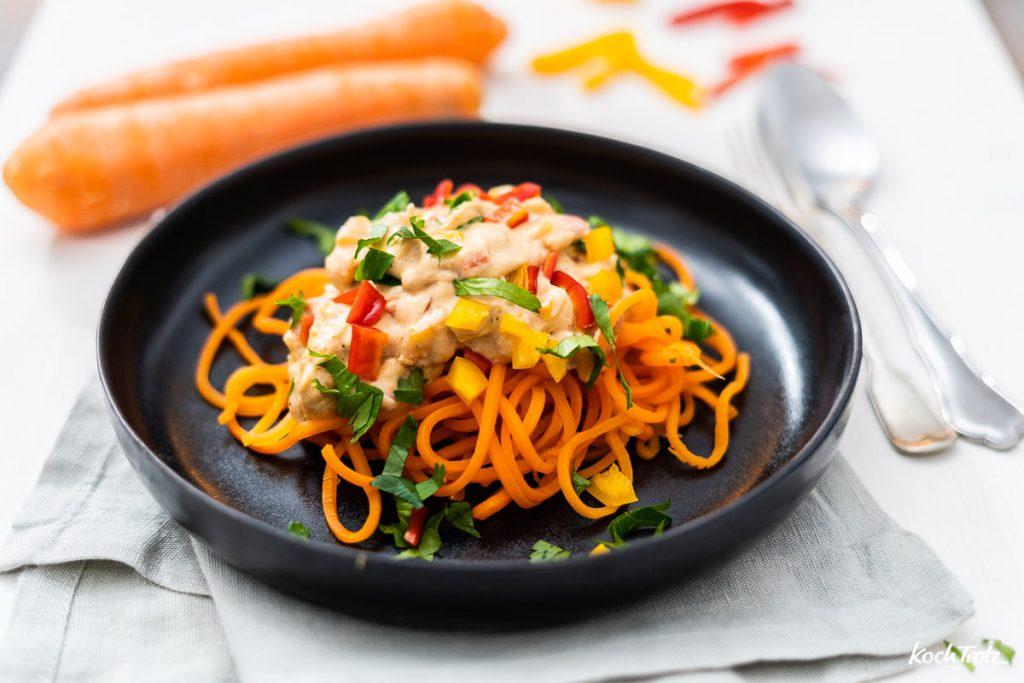 Karottenspaghetti in cremiger Mandelsauce