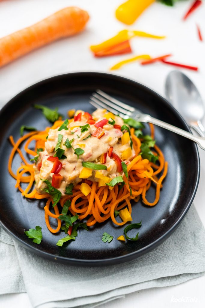 Karottenspaghetti mit Mandelsauce