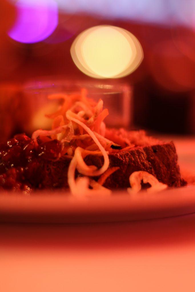 Rindfleisch mit Gemüsestroh