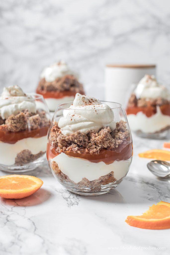 Weihnachtlicher Nusskuchen-Orangen-Trifle