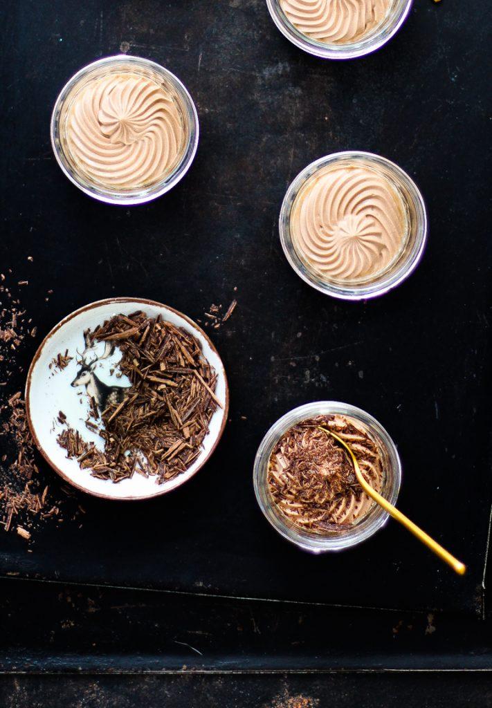 Quark mit Schokolade und Schokoladenraspeln