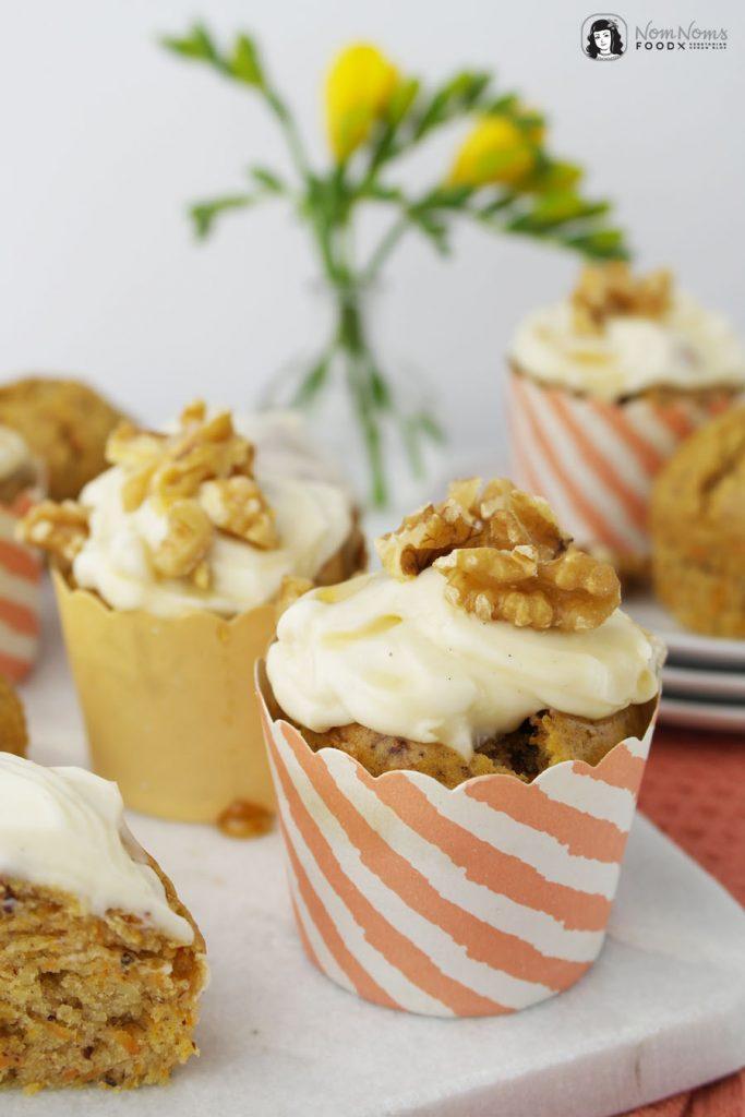 Karotten Muffins in gestreiften Papierförmchen