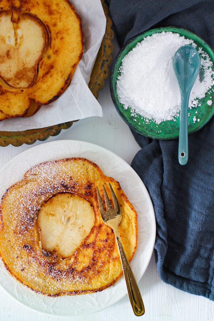 Pfannkuchen Nahaufnahme mit goldener Gabel
