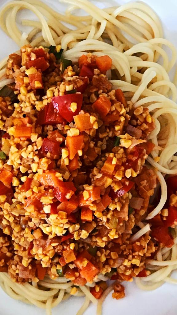 Spaghetti mit Lupinen Bolognese Nahaufnahme von oben