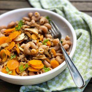 Vollkornhörnchen mit Gemüse