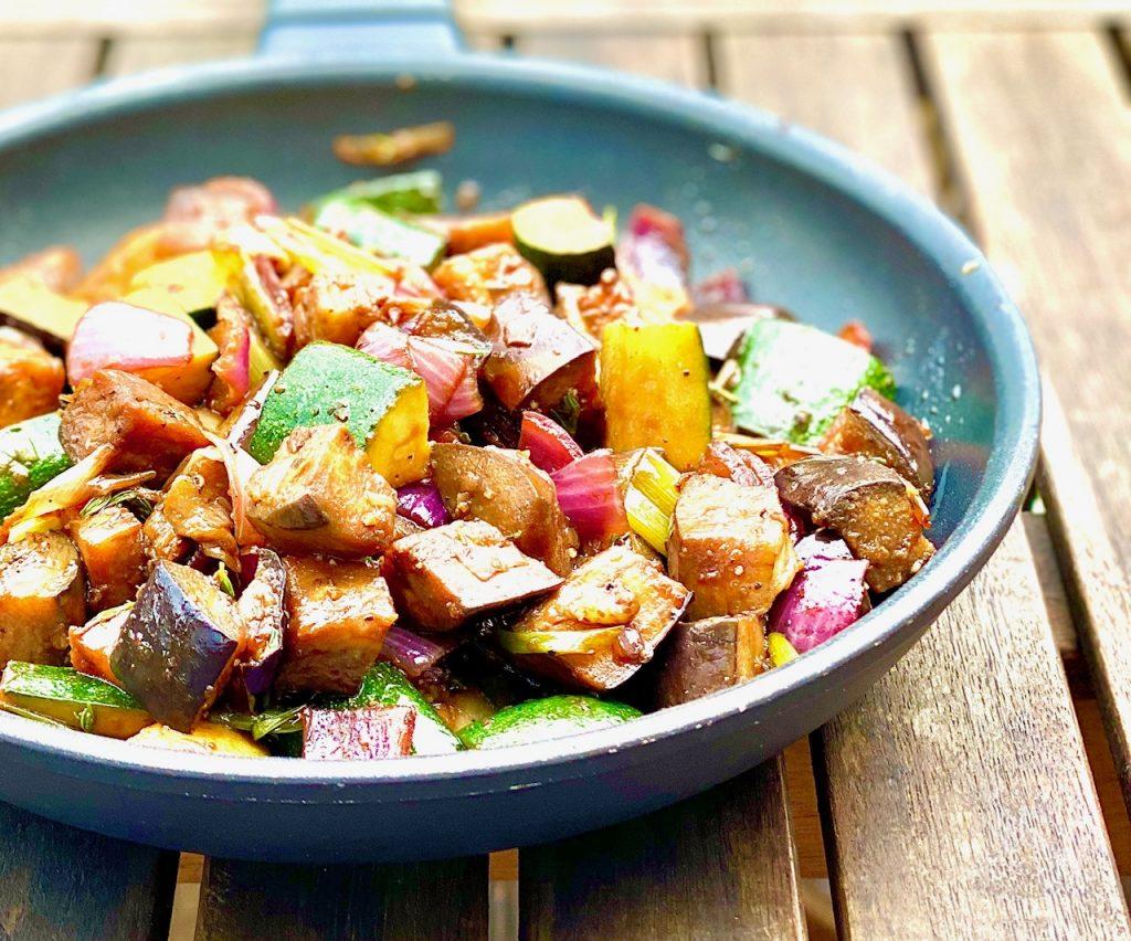 Asiatisches Gemüse in einer Pfanne