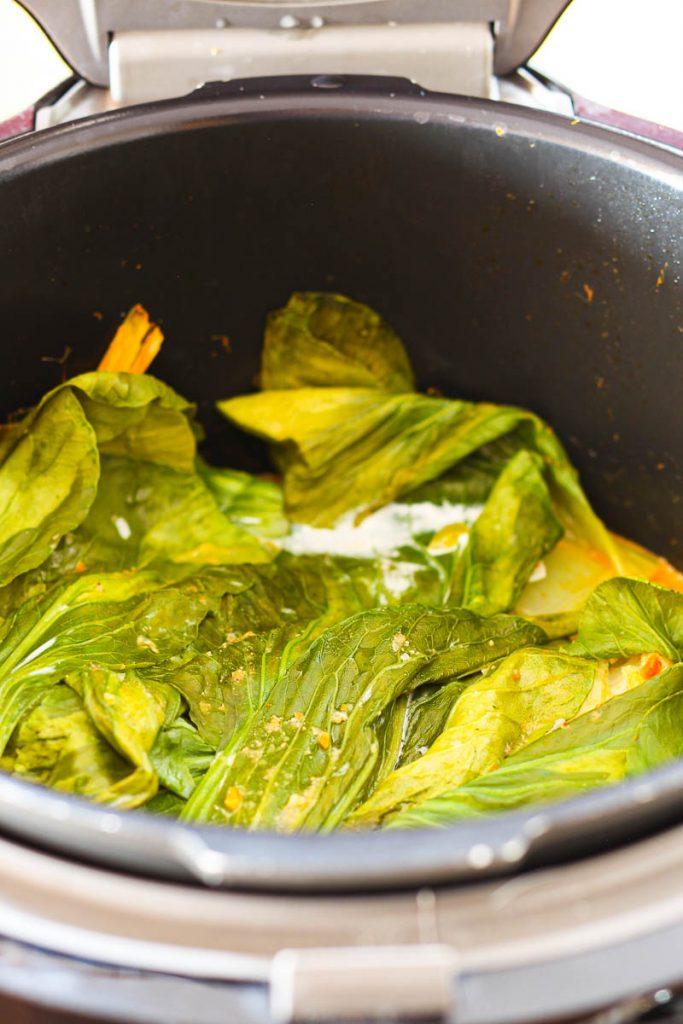 Veganes Butternut Süßkartoffel Curry nach dem Braten im Topf