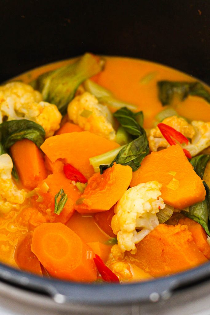 Veganes Butternut-Süßkartoffel-Curry im Topf der Cook4me