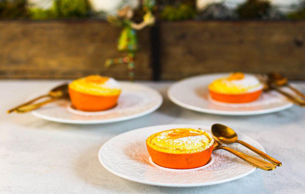 Orangen Cheesecakes in Orangen gebacken