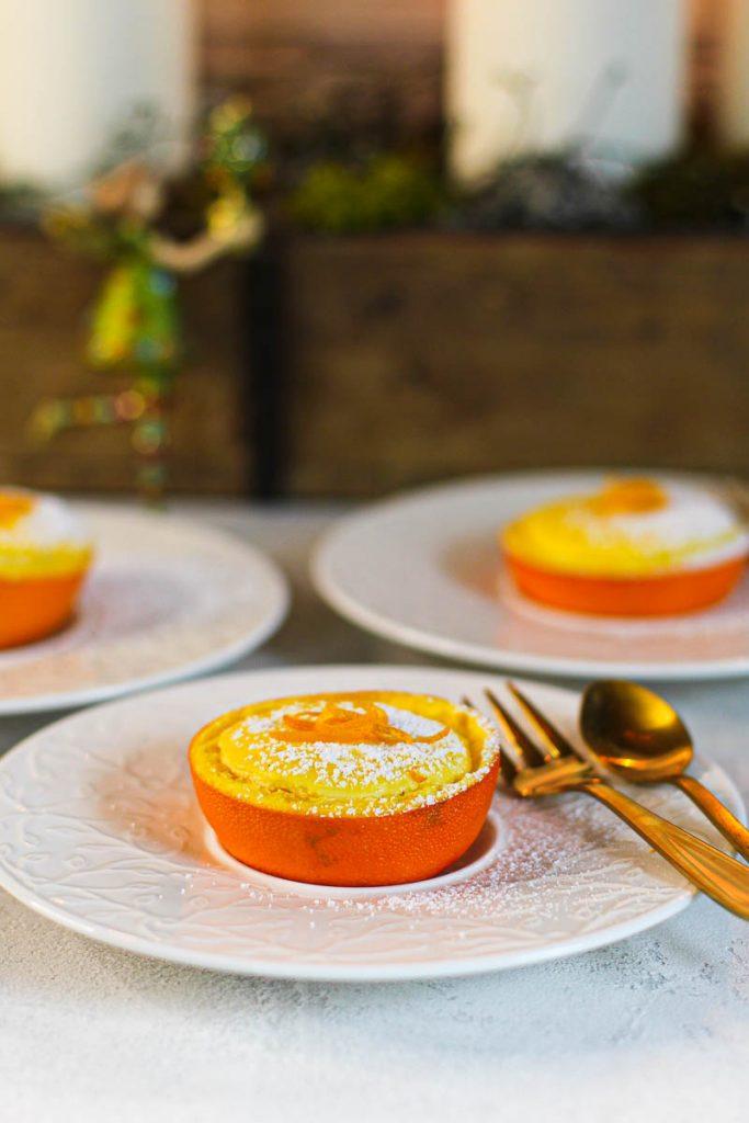Orangen Cheesecakes in Orangen gebacken Nahaufnahme