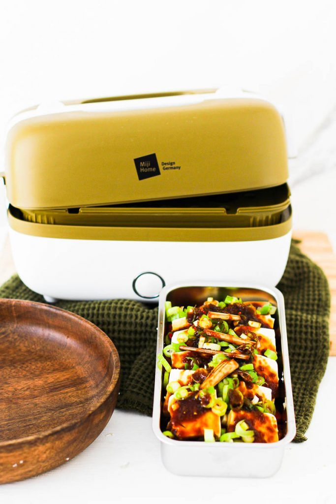 Miji Cooking Box One, davor die Schale mit den rohen Zutaten