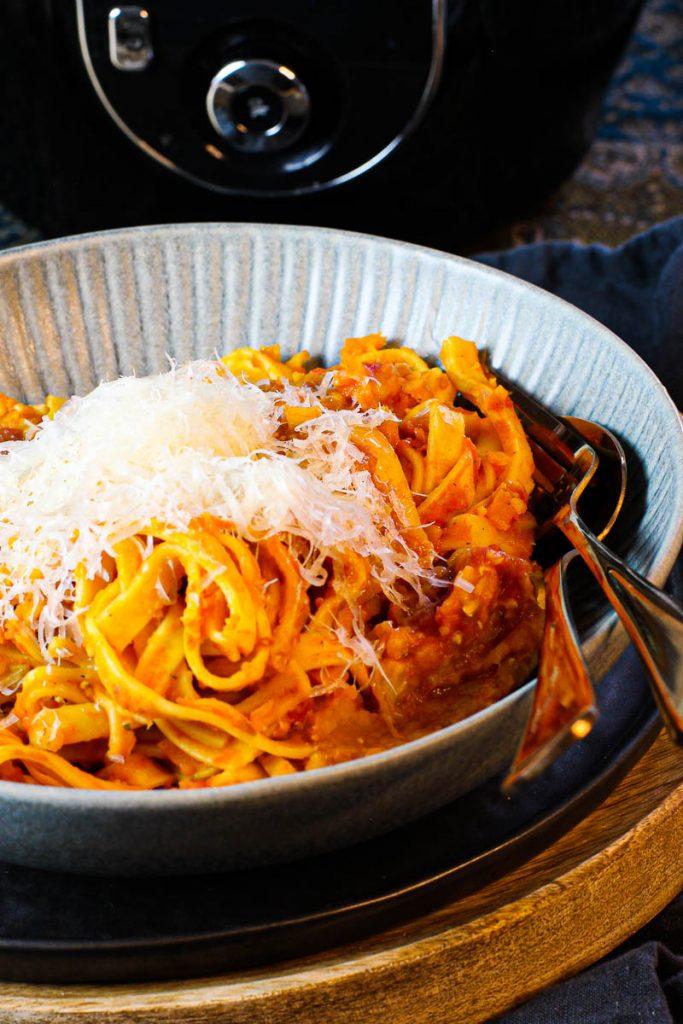 One Pot Pasta mit Linsenbolognese vor der Cook4me