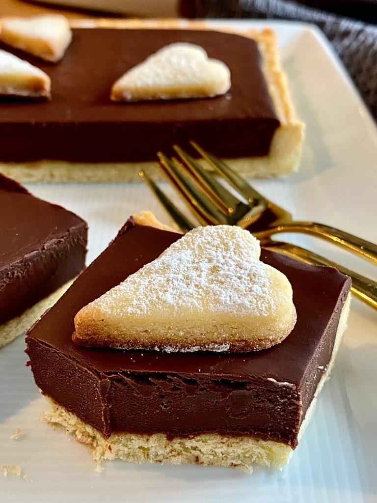 Weltbeste Schokoladentarte - ganz einfach Nahaufnahme aufgeschnitten
