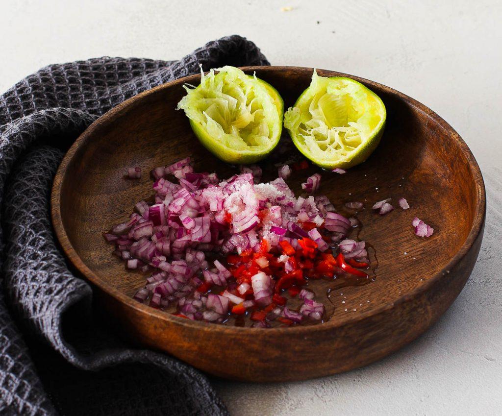 Thunfisch mit Kokosraspeln Zubereitung Zwiebeln