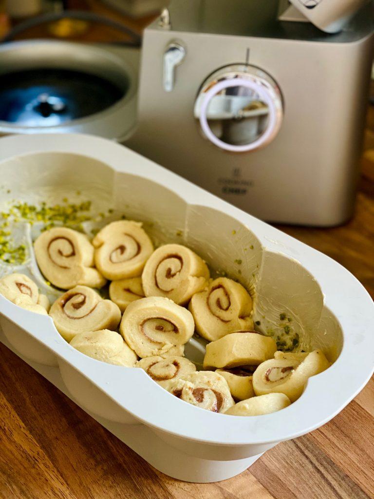 Einfacher Hefezopf ohne Flechten, Zubereitung Form füllen