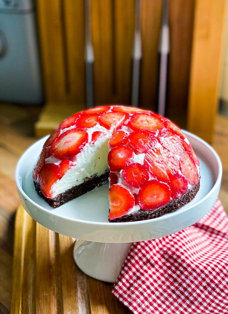 Erdbeer-Kuppeltorte ohne Mehl und Zucker Nahaufnahme