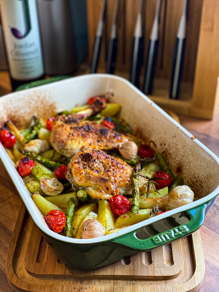 Huhn mit Spargel und Tomaten vom Blech  frisch aus dem Ofen