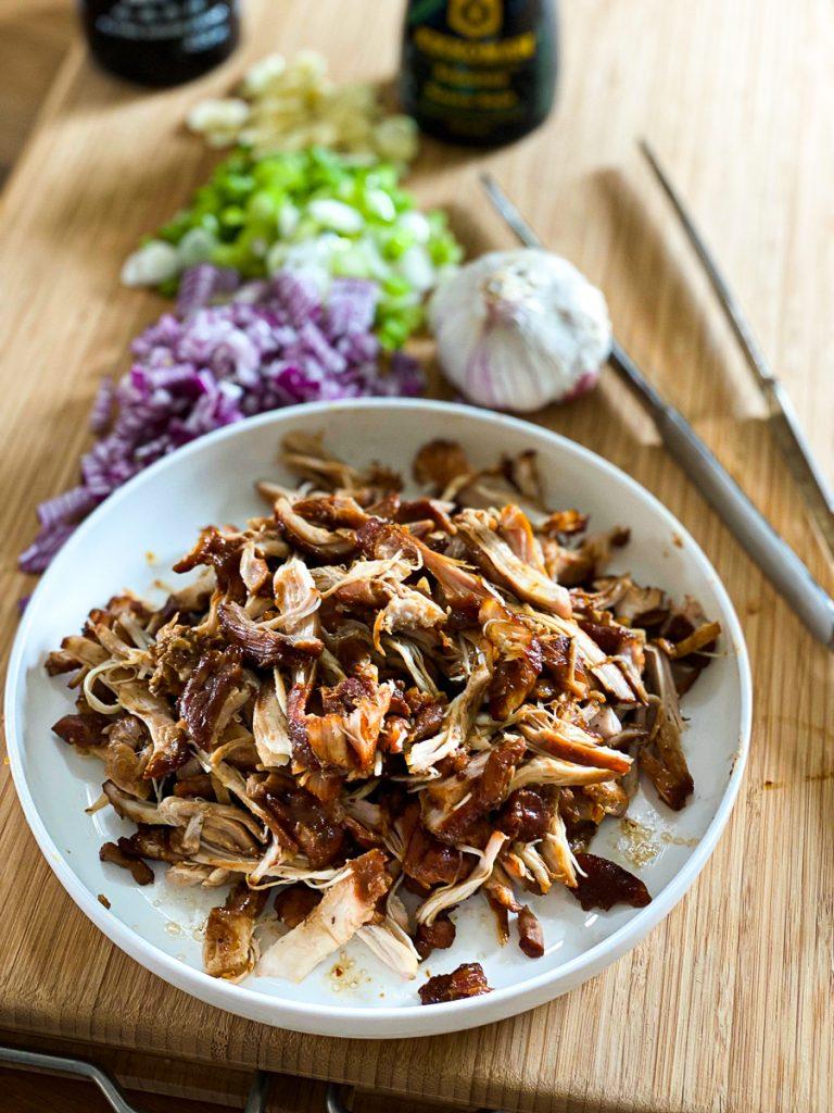 Pulled Chicken Burger schnell und einfach - das Fleisch gerupft